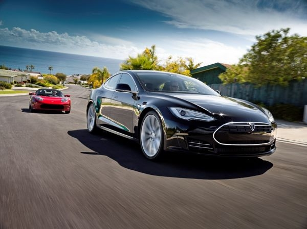 Tesla-Model-S-Sedan